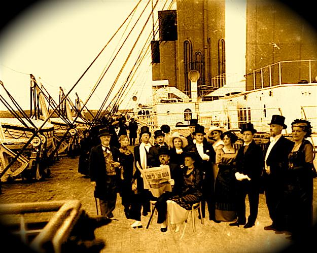 Mig & gode venner på promenadedækket af Titanic, april måned 1912... (!)