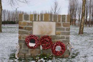Der er flere beretninger om fodboldkampe mellem britiske og tyske soldater. En tysk soldat fortæller, at man lagde sine huer og kasketter ud på jorden for at markere målene (og at tyskerne iøvrigt vandt 2-1). Der er i nyere tid rejst mindesmærker for både julefreden og dens fodboldkampe flere steder. Dette mindes kampen mellem Royal Welch Fusiliers og det bayerske Regiment 371 ved Frelinghien i Flandern.