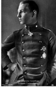 Idolfoto af Oberleutnant Löwenhardt - fanget i en alt andet end afslappet, naturlig positur (!)