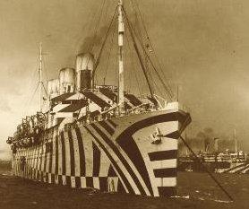 Det britiske slagskib SS Empress of Russia, fotograferet i 1918, bemalet i det karakteristiske dazzle-mønster.