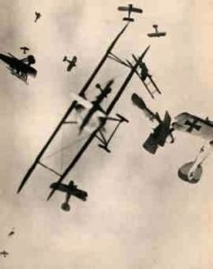 Sammenlign denne skildring af et hundeslagsmål højt over Vestfronten med det store billede øverst i teksten... (dette foto er iøvrigt blevet afsløret som en senere konstruktion, men skildrer alligevel forholdene ganske godt).