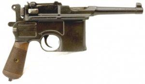 - og Mauserfabrikkernes smækre lille frækkert fra 1896. C96´eren var et meget populært håndvåben for tyske officerer.