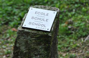 Alle byens huse er idag markeret i landskabet - her skolen.